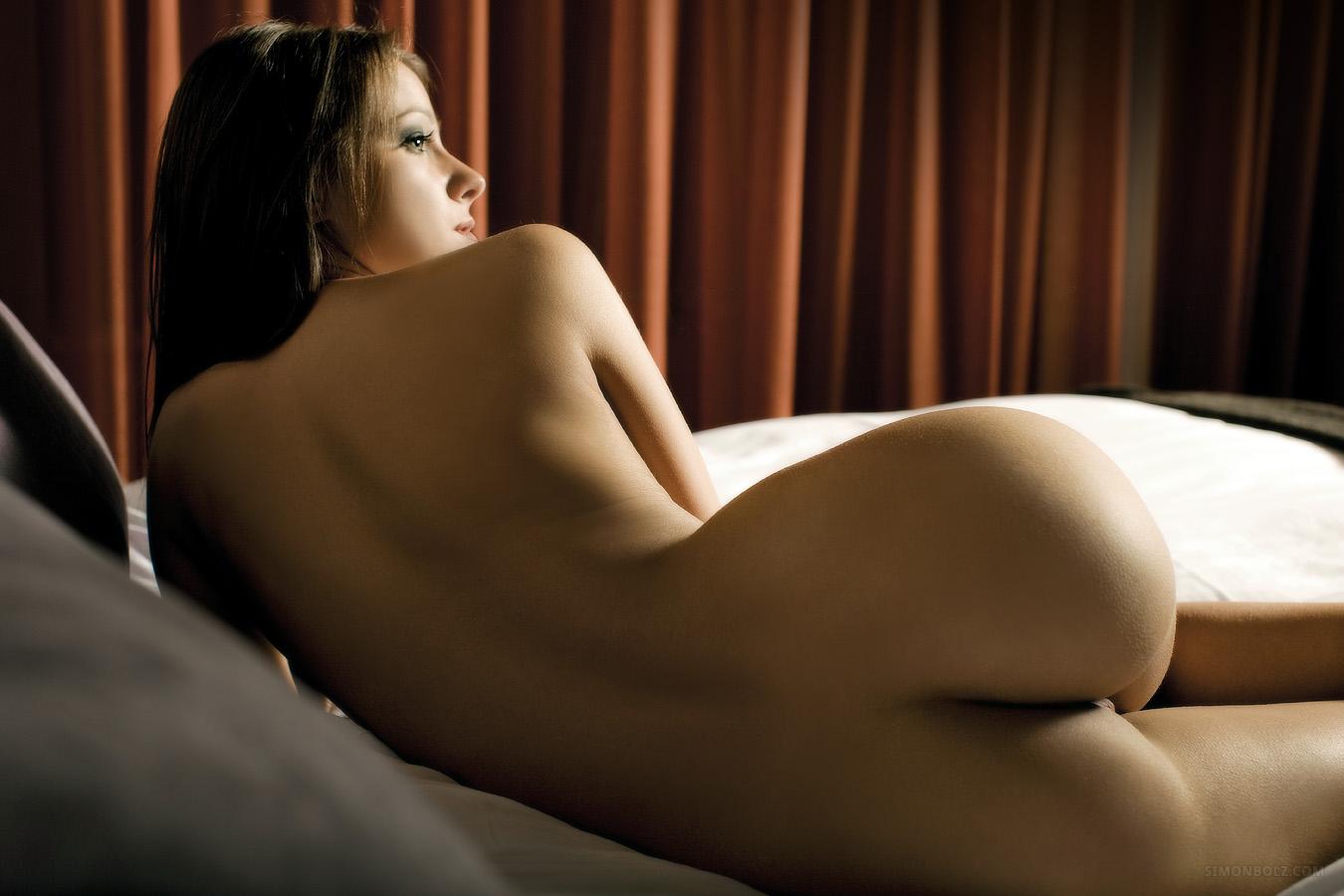 Спит фото обнаженной спины девушки лесби видео смотри